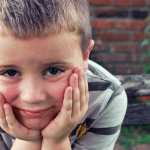 El meu fill va malament a l'escola. Pot tenir lateralitat creuada?