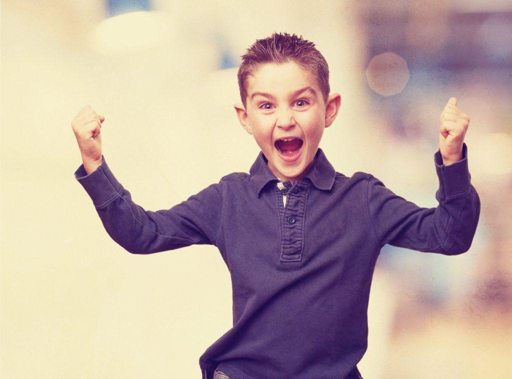 Nen amb actitud de guanyador