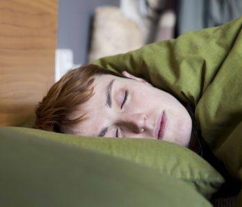 Persona dormint amb Orto-k